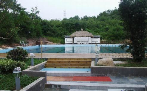 文化园华商山庄位于徽杭高速,合铜黄高速交汇处,是上海,杭州,千岛湖