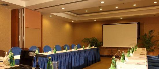 三亚爱琴海岸康年套房度假酒店会议室