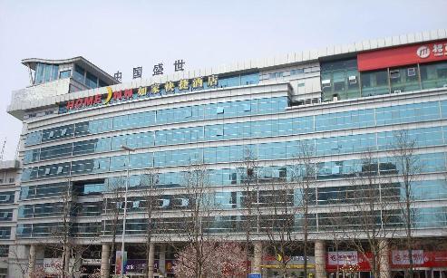 如家快捷酒店(青岛香港中路店)位于青岛市著名的经融,政治,文化