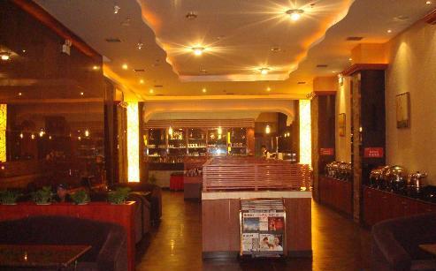酒店咖啡厅以欧式古典风格设计,高档,典雅.