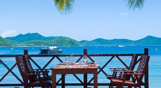 三亚山海天大酒店海边餐厅