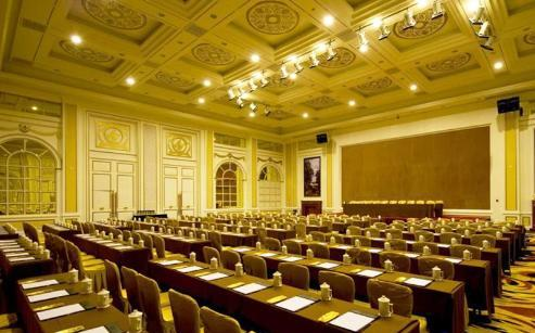 控制系统和为残障人士准备的专用房间更体现了酒店人性化的设计理念.